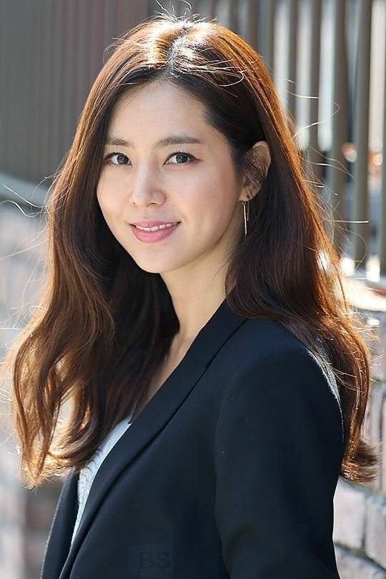 Han Chae-ah Biography - Facts, Childhood, Family Life