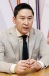 Shin Dong-yup (신동엽)'s picture