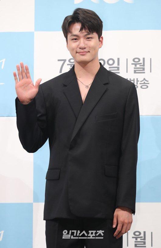 Shin Seung-ho, Ong Seong-wu, Lee Jae-wook and Hwang Hee