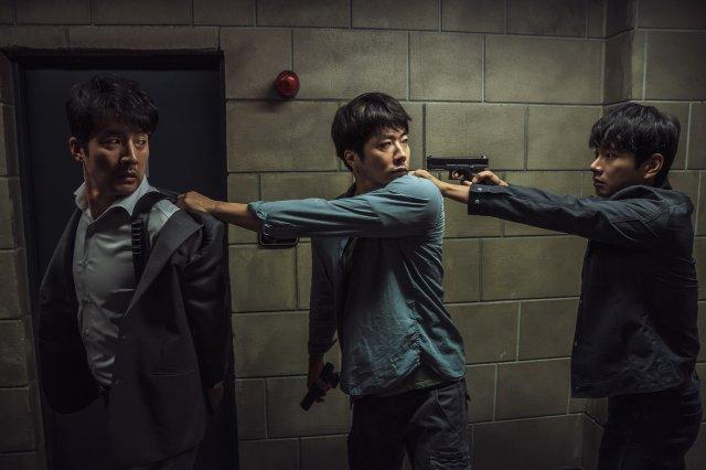 Lee Yi Kyung giải thích lý do Jin (BTS) không được mời đến buổi công chiếu phim Hitman: Agent Jun ảnh 5