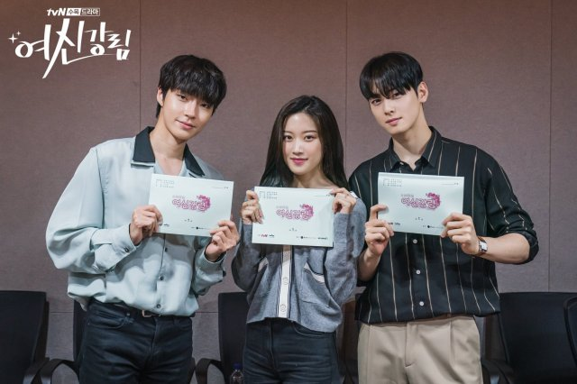 Cha Eun-woo Releases Charm at Script Reading