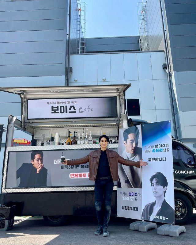 [HanCinema's News] Song Seung-heon Thanks Lee Dong-wook for Coffee Car