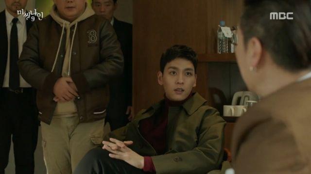 Tae-ho senses that Do-pal is hiding something