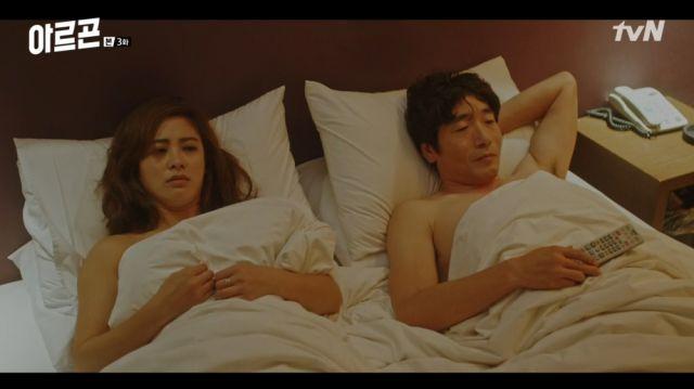 Hye-ri and Cheol after an awkward night
