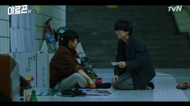 Jong-tae and a homeless man