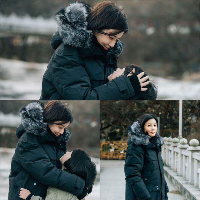 Soo-jin and Hye-na hugging