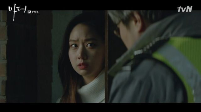 Ja-yeong being questioned by the police