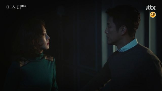 Tae-wook trying to convince Hye-ran to see her mother