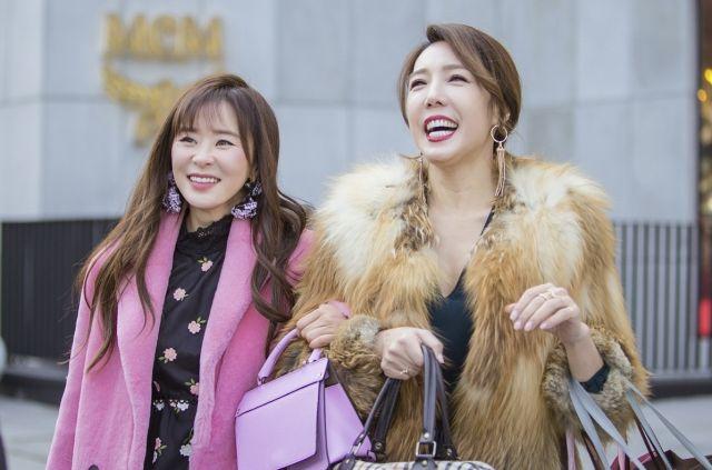 Seol-ok and Bok-soon shopping