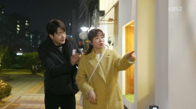 Wan-seung trying to given Seol-ok a ring