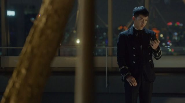 Oh-gong realizing he is not a prisoner to the Geumganggo
