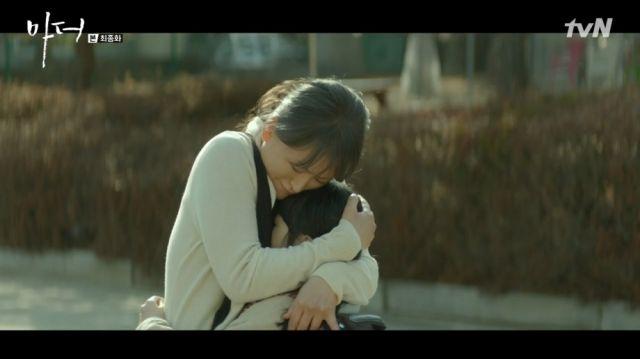 Hye-na's foster mom