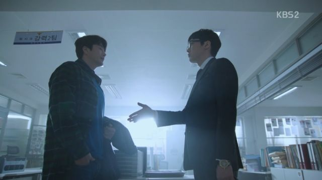 Inspector Woo asking for Wan-seung's collaboration