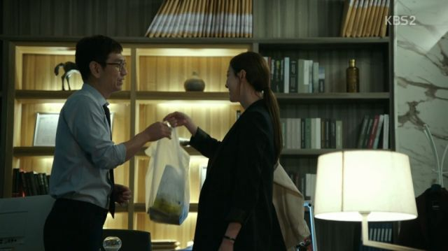 Yeon-hee seeing evidence of the firm struggling in Ji-seung's office