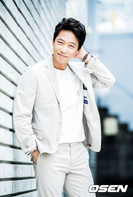 Oh Man-seok Marries a Non-celebrity @ HanCinema :: The Korean Movie and Drama Database