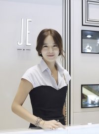 Jung Hye-young's picture